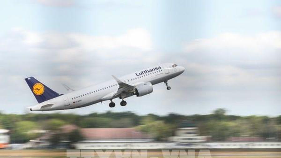 Dịch COVID-19: Nhiều hãng hàng không thua lỗ phải tái cơ cấu