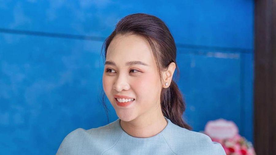 Đàm Thu Trang khoe vóc dáng hoàn hảo sau hai tháng sinh con gái đầu lòng