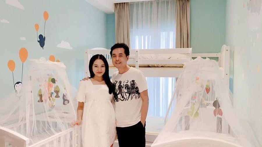 Dương Khắc Linh vui mừng thông báo Sara Lưu đã sinh hạ cặp đôi song sinh