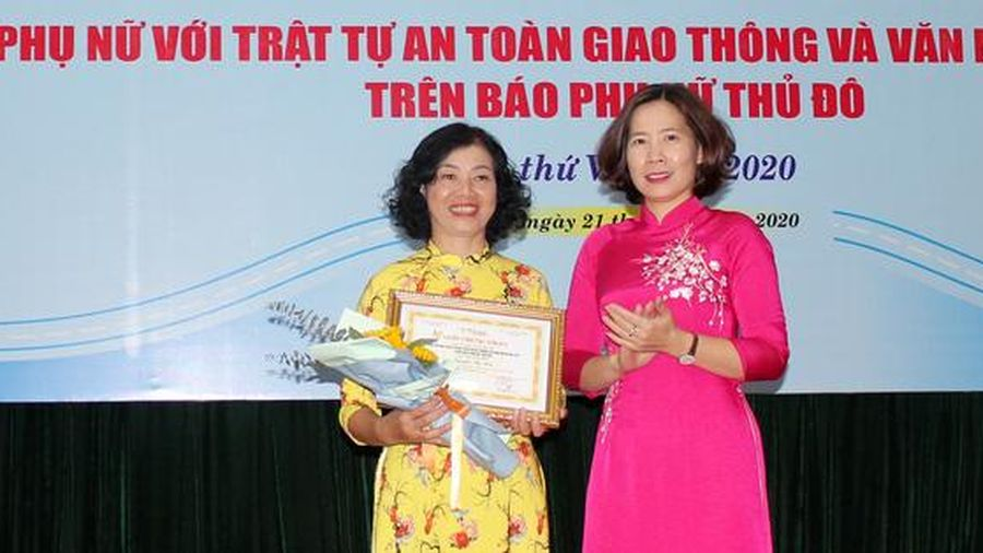 'Nữ cán bộ giỏi việc nước, đảm việc nhà' đoạt giải Nhất cuộc thi viết Phụ nữ với An toàn giao thông