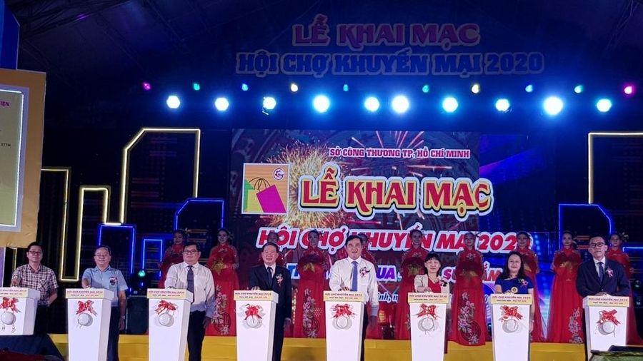 Người Sài Gòn 'háo hức' mua hàng giảm giá tại Hội chợ khuyến mại 2020