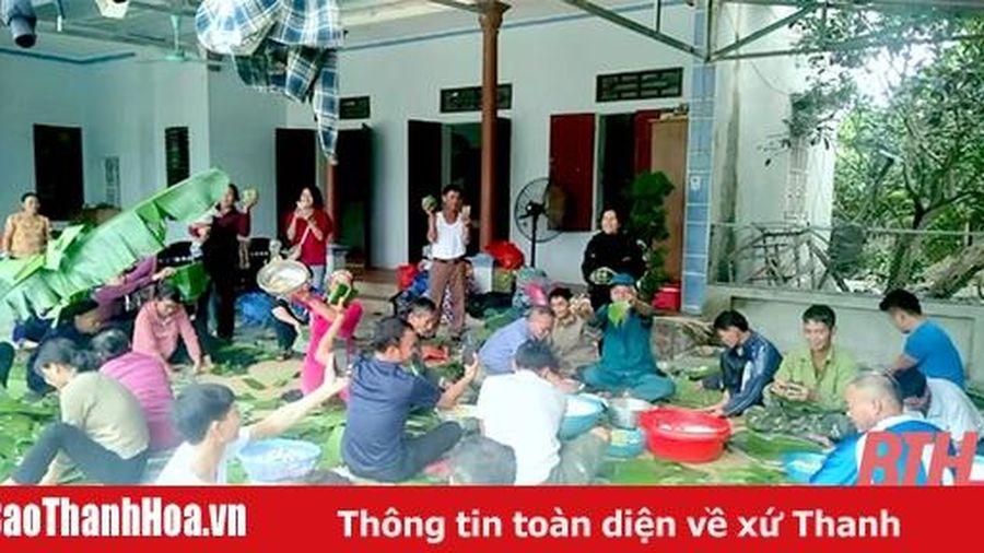 Xã Quảng Đức làm 5.000 chiếc bánh chưng gửi vào Miền Trung