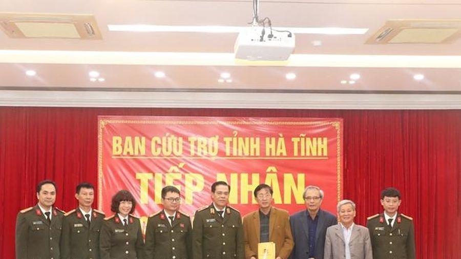 Công an Nghệ An sẻ chia khó khăn với nhân dân miền Trung