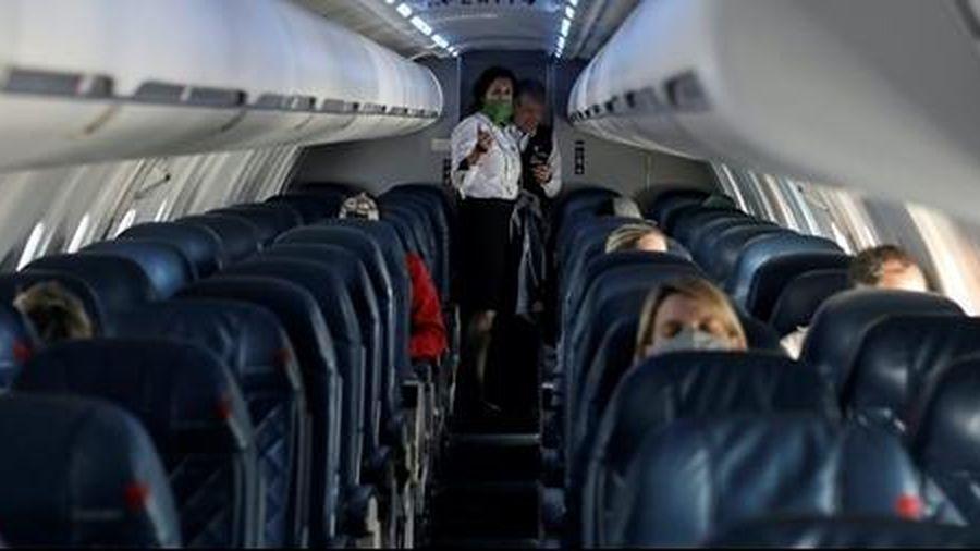 Người phụ nữ qua đời vì COVID-19 ngay trên máy bay