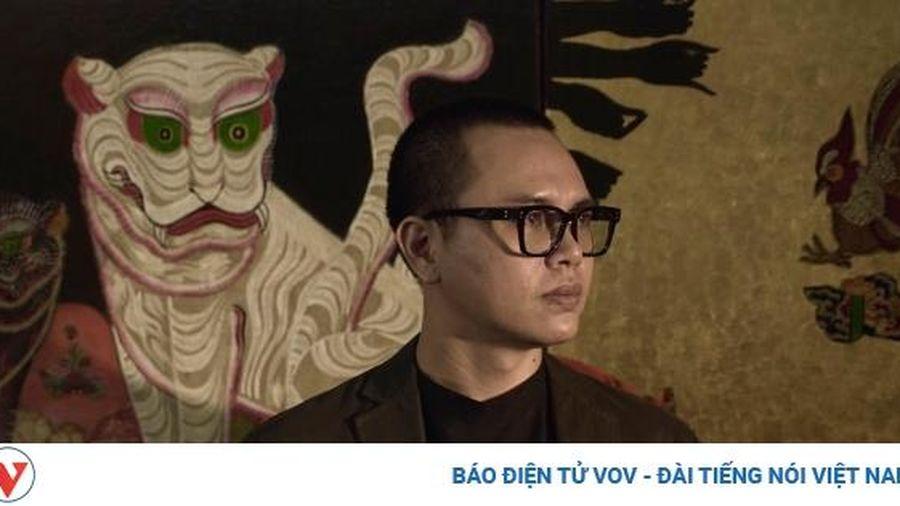 Họa sĩ Bùi Thanh Tâm dát vàng tranh đương đại lấy cảm hứng dân gian
