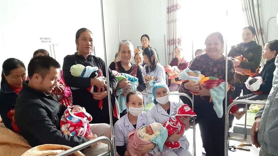 20 sản phụ ở Hà Tĩnh 'vượt cạn' thành công trong bệnh viện ngập nước