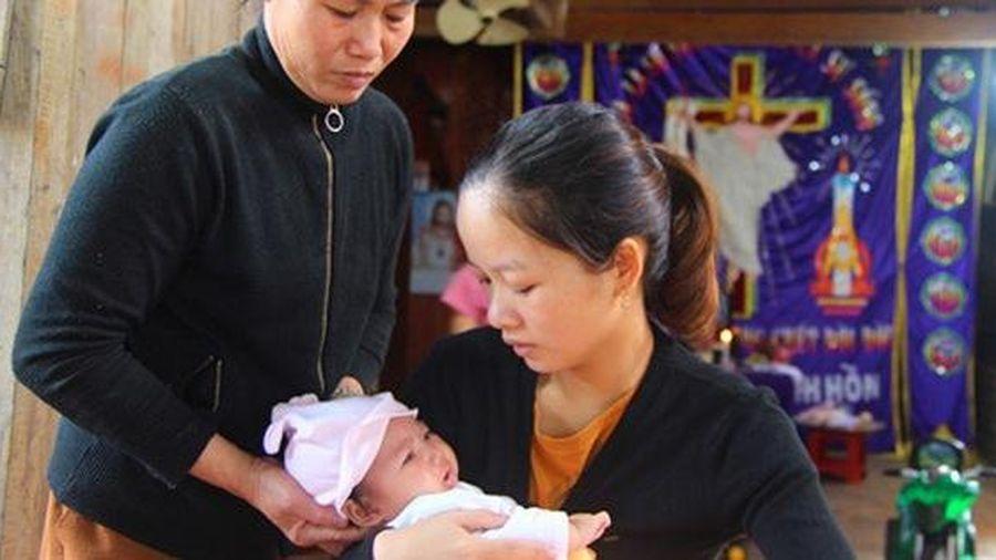 Nghi án vợ nạn nhân tử vong ở Rào Trăng 3 bị lừa 100 triệu tiền từ thiện