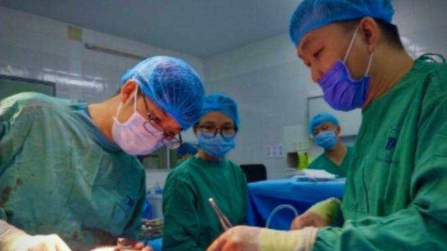 Bác sĩ thức trắng đêm cứu bệnh nhân bị đâm thủng tim