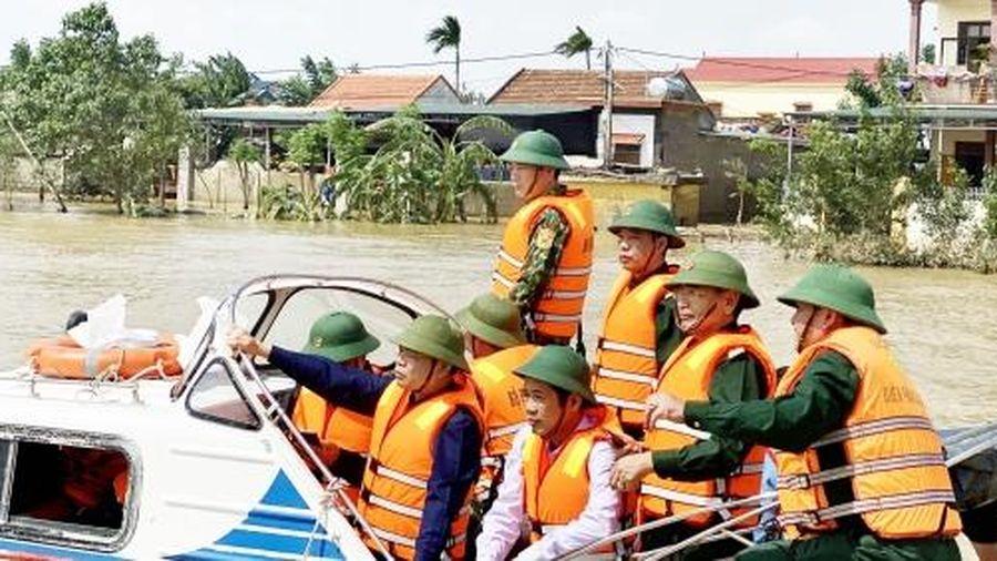 Đưa hàng đến tay người dân và an toàn cho người đi cứu trợ