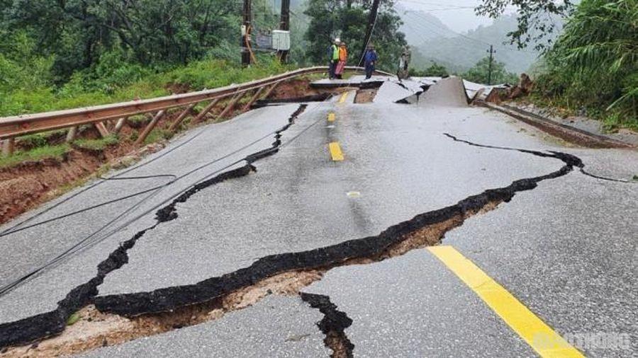 Đường sắt, đường bộ thiệt hại hàng trăm tỷ đồng do bão lũ miền Trung