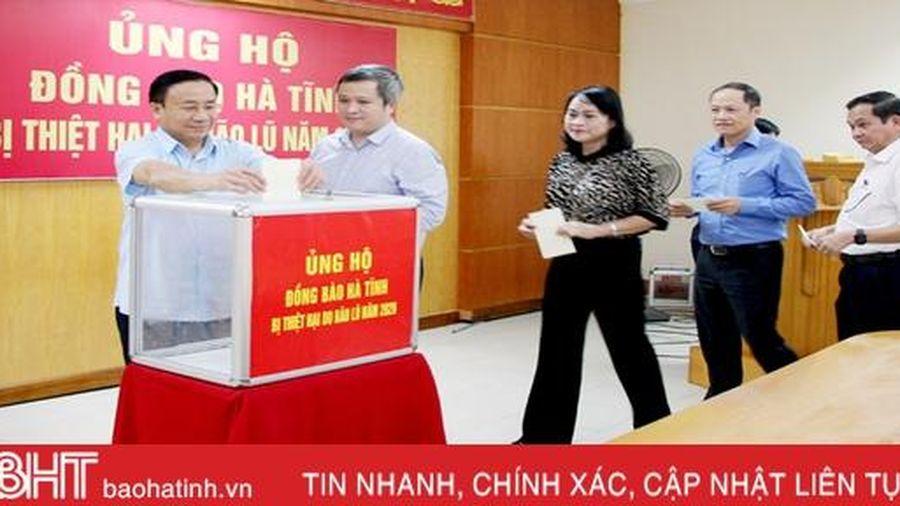 Cơ quan Văn phòng Đoàn ĐBQH, HĐND, UBND tỉnh ủng hộ đồng bào vùng lũ