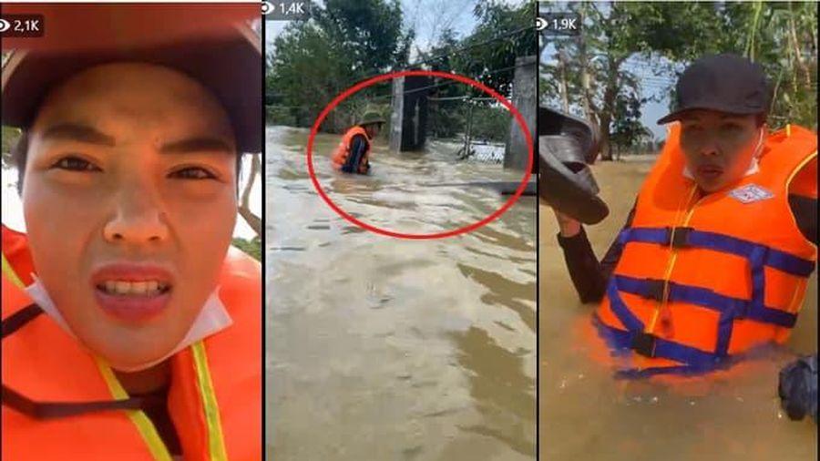 Thuyền của Kỳ Duyên và Minh Triệu bị lật khi đi cứu trợ miền Trung