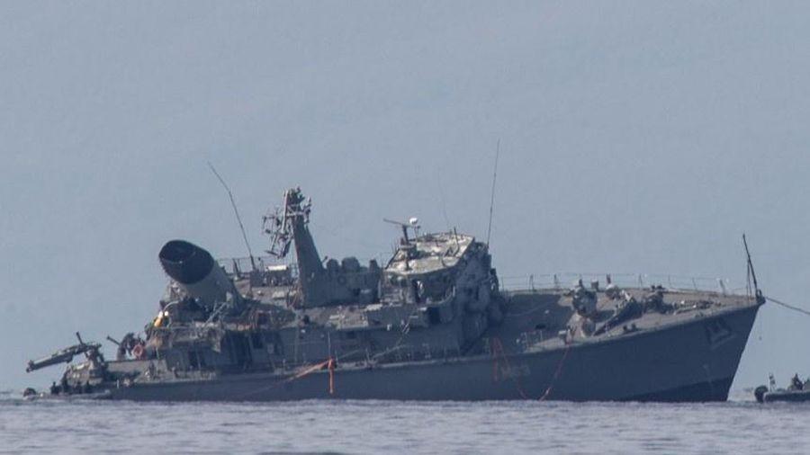 Tàu chở hàng đâm gãy đôi chiến hạm Hy Lạp