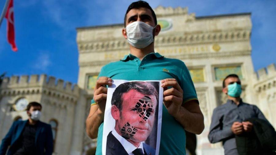 LHQ lên án vụ sát hại giáo viên, nhiều nơi nổ ra biểu tình chống Pháp