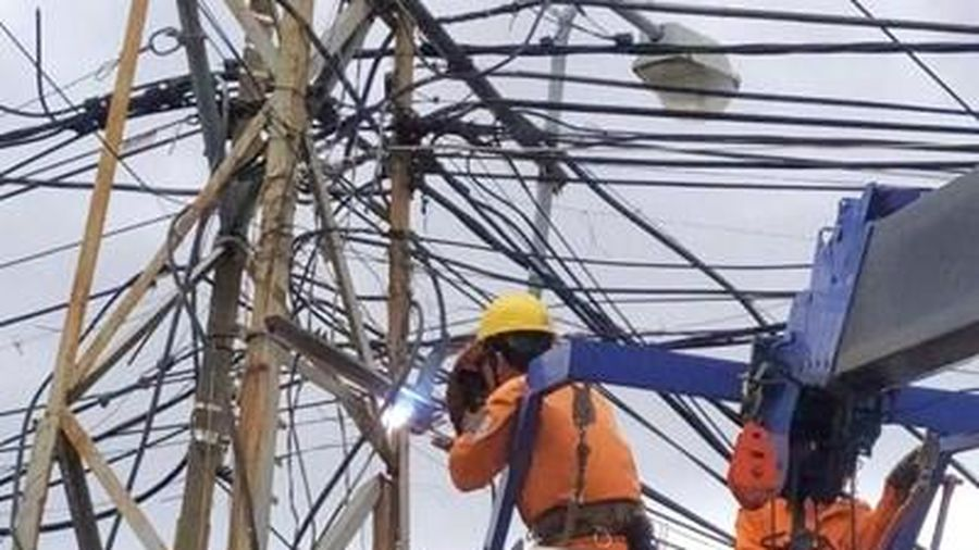 Khẩn trương khắc phục tổn thất về điện do bão số 9 gây ra