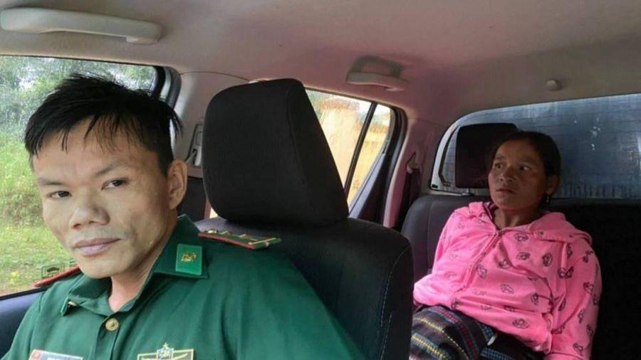 Chiến sĩ biên phòng vượt mưa bão đưa sản phụ đến bệnh viện