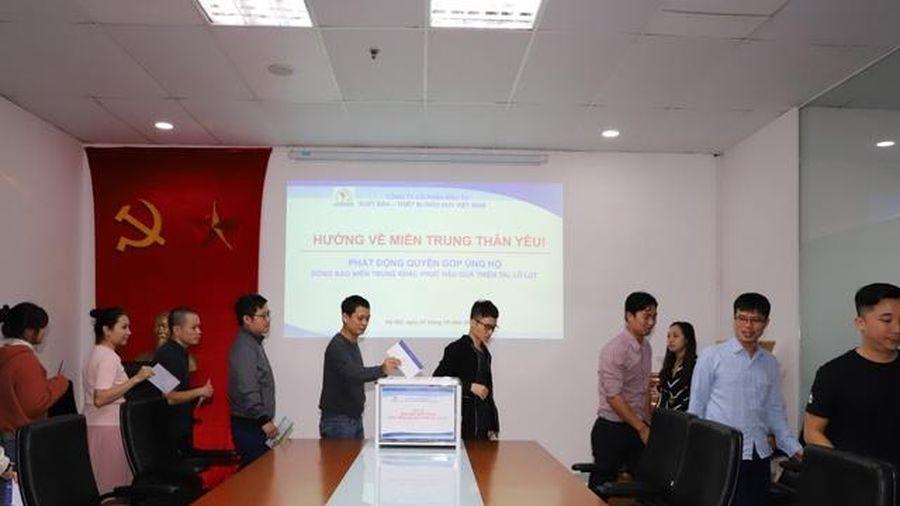 300 triệu đồng ủng hộ thầy trò 5 tỉnh miền Trung