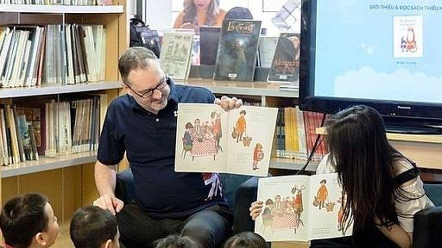 Cho trẻ mẫu giáo làm quen với tiếng Anh: Cần thiết nhưng chưa thể triển khai đồng bộ?