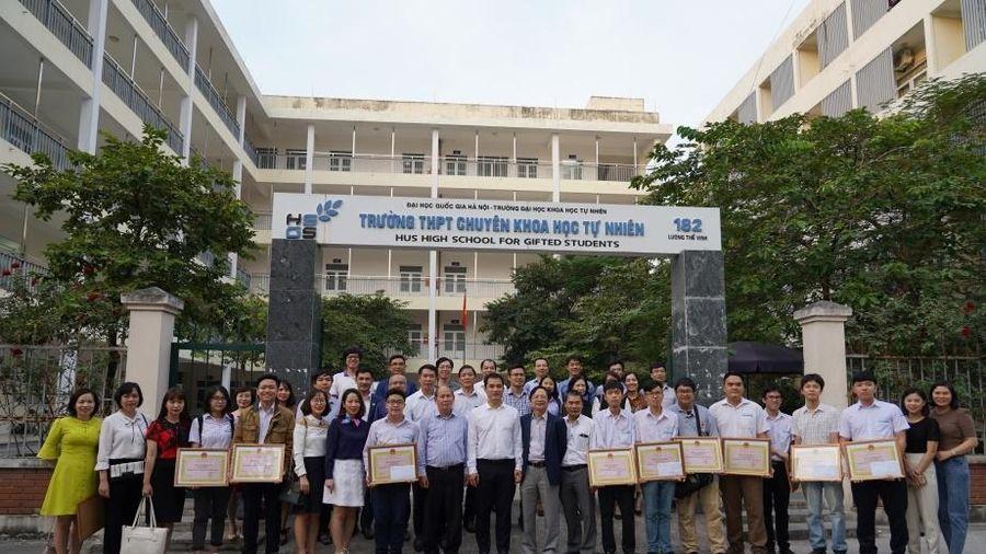 Học sinh THPT Chuyên Khoa học Tự nhiên: Thêm một năm bội thu các giải quốc tế