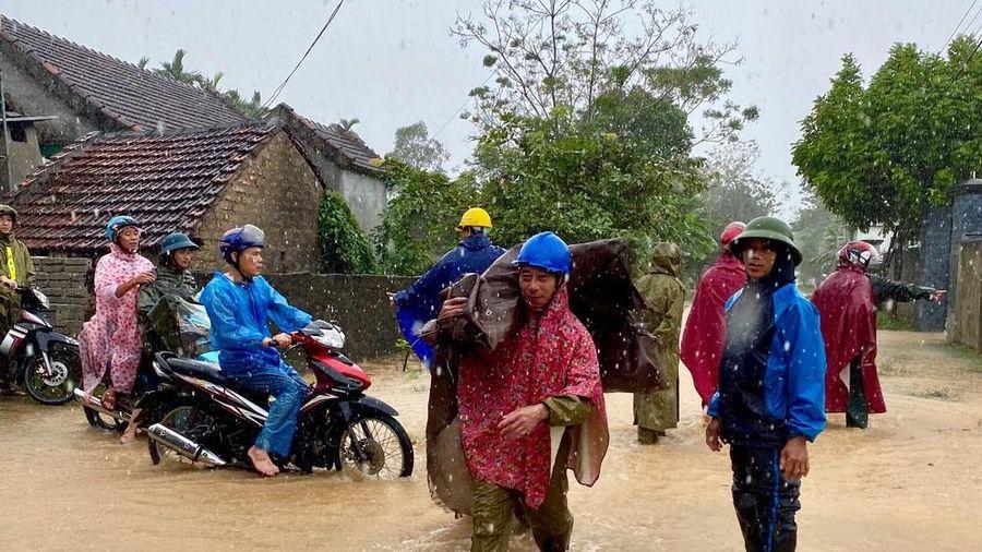 Nước lũ lên, nhiều địa phương ở Nghệ An cho học sinh nghỉ học