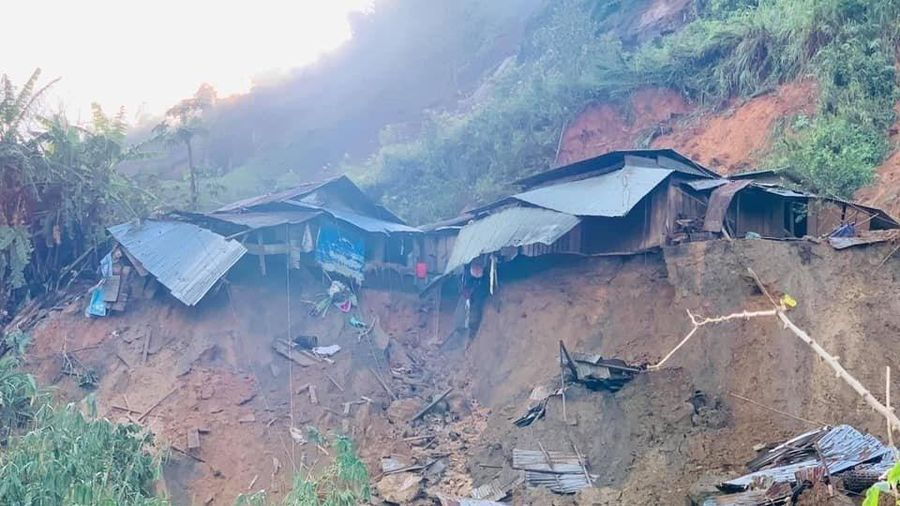 Hiện trường một vụ sạt lở đất vùi lấp 11 người tại huyện Phước Sơn