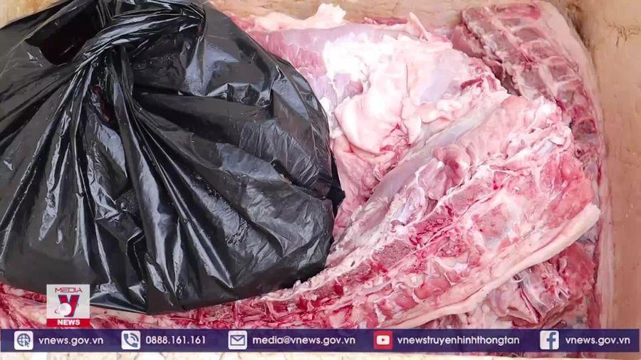 Phát hiện 75kg chân giò, xương heo thối tại chợ Đồng Xoài (Bình Phước)