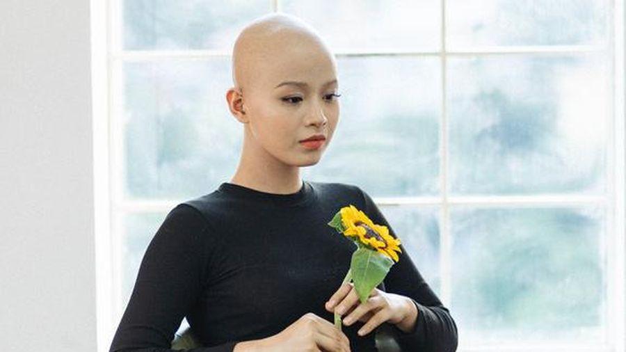 Nữ sinh Ngoại thương mắc ung thư vú vui mừng thông báo đã 'tốt nghiệp trường K' và tái xuất rạng rỡ