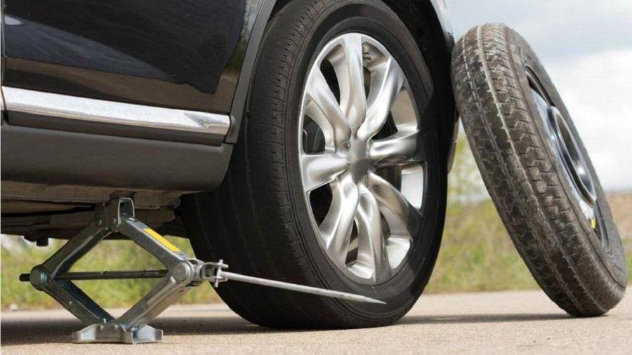 Vì sao lốp dự phòng ô tô chỉ nên sử dụng trong thời gian ngắn