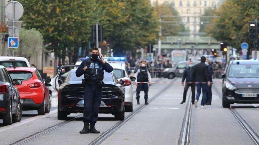 Tấn công khủng bố bằng dao ở Pháp khiến ít nhất 3 người thiệt mạng