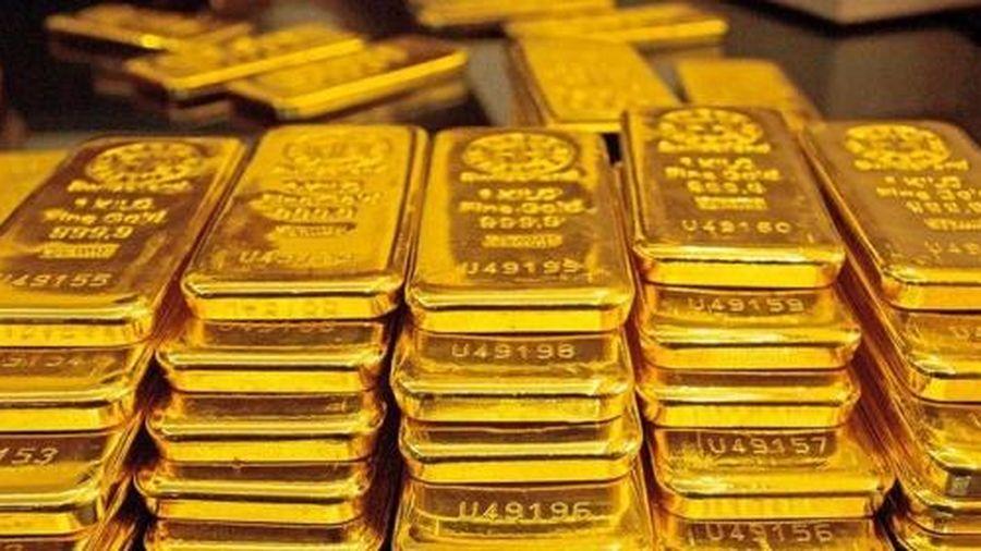 Nhà đầu tư bán tháo, giá vàng bất ngờ sụt giảm mạnh