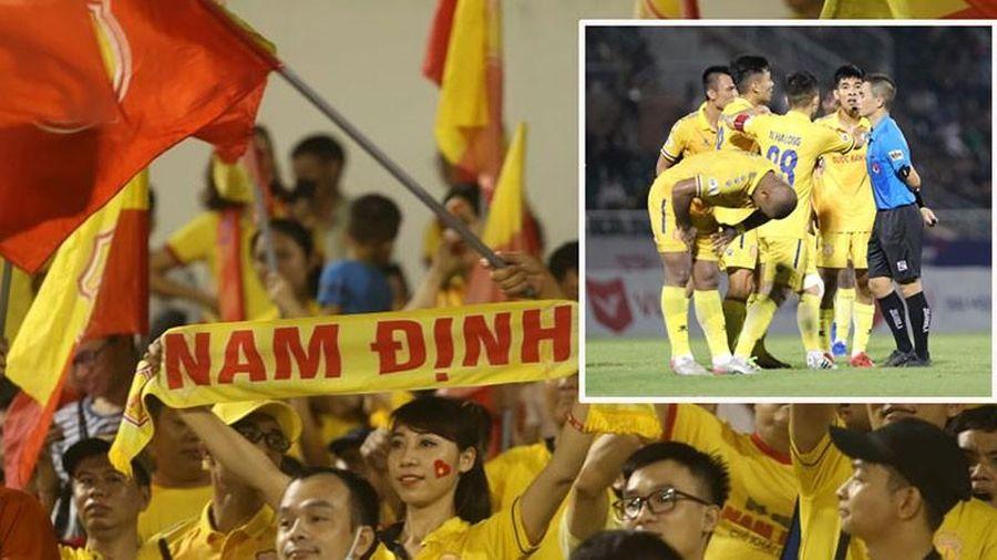 Halloween của bóng đá Việt