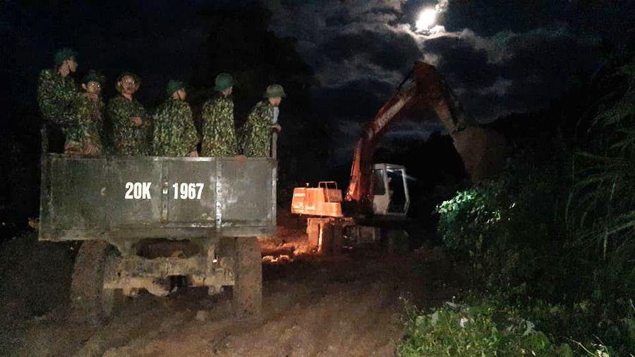 Lực lượng cứu hộ phải rút lui, chưa thể mở đường vào hiện trường vùi lấp 13 người tại Phước Sơn