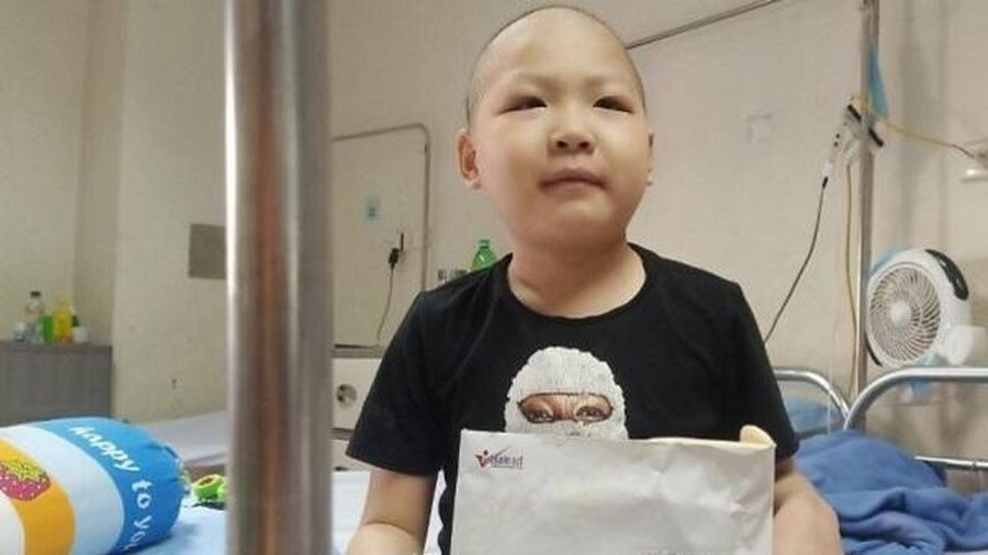 Trao hơn 107 triệu đồng đến em Ninh Gia Bảo mắc bệnh ung thư máu