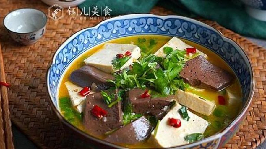 Bí quyết nấu đậu phụ với tiết, món ngon ấm bụng giữa thời tiết gió mùa