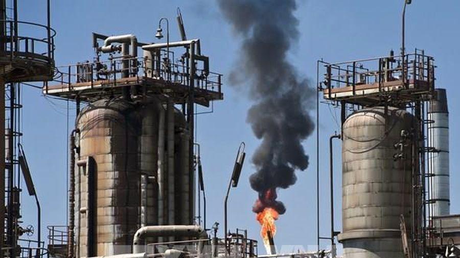 Giá dầu thế giới tiếp tục giảm gần 4% phiên 29/10 do lệnh phong tỏa mới ở châu Âu