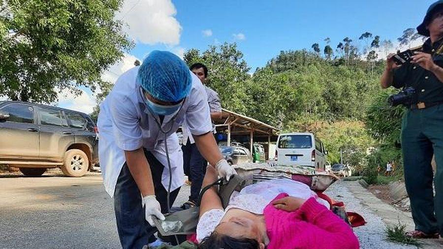 Dồn sức cứu hộ, khắc phục hậu quả bão lũ