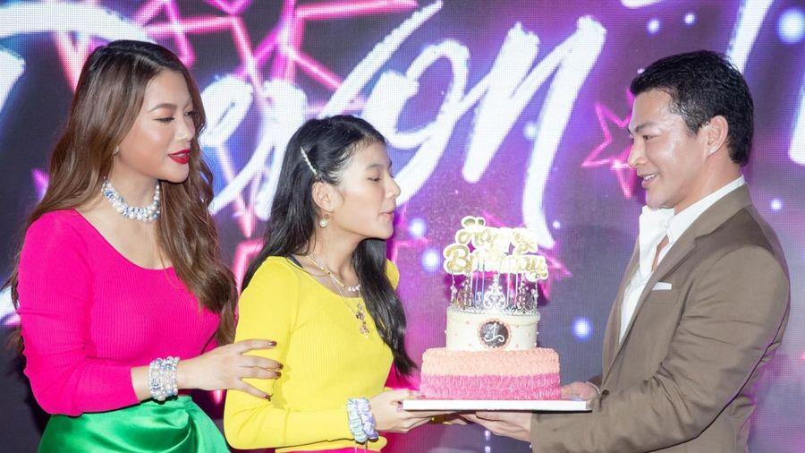 Trương Ngọc Ánh - Trần Bảo Sơn mở tiệc sinh nhật ven sông cho con gái
