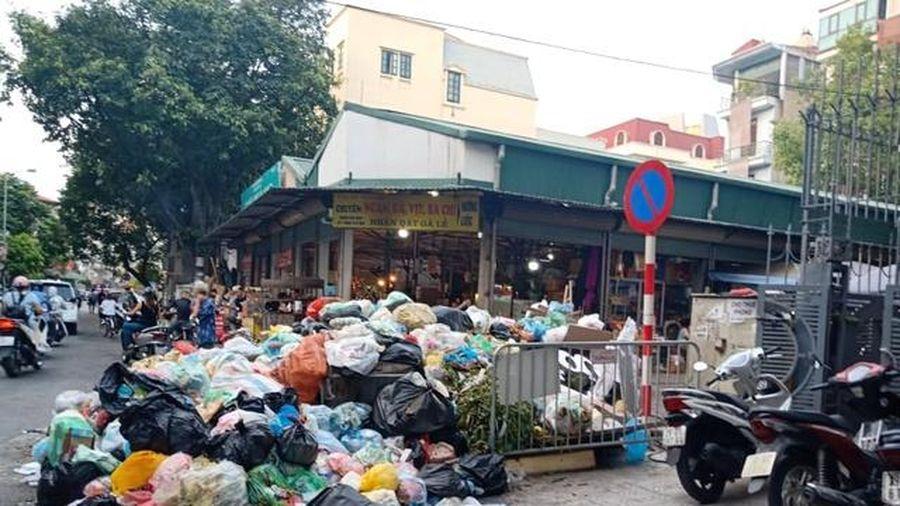 Hà Nội: Chỉ đạo chấm dứt tình trạng rác thải ùn ứ tại quận Tây Hồ và Nam Từ Liêm