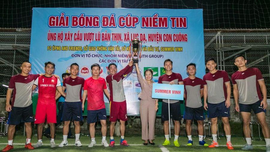 Đội bóng của Quế Ngọc Hải, Nguyên Mạnh vô địch Cúp Niềm tin 'xây cầu vượt lũ'