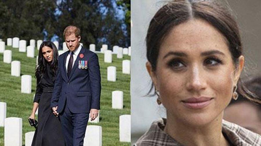 Sau vụ lùm xùm 'diễn kịch' ở nghĩa trang, vợ Hoàng tử Harry lại khiến dân tình 'ngao ngán'