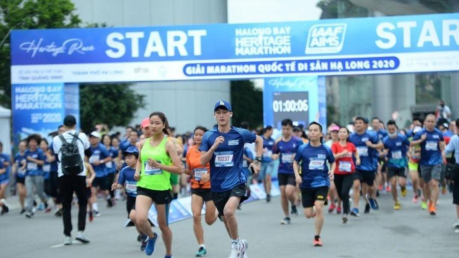 Gần 2.500 người tham gia Giải Marathon Quốc tế Di sản Vịnh Hạ Long