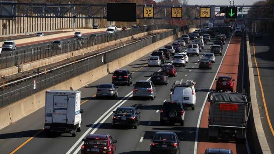 Hàng triệu người Mỹ di chuyển dịp Lễ Tạ ơn bất chấp khuyến cáo lây lan COVID-19