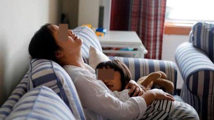Tranh cãi chuyện cô gái 26 tuổi phân vân nên độc thân suốt đời hay chọn làm 'mẹ đơn thân'
