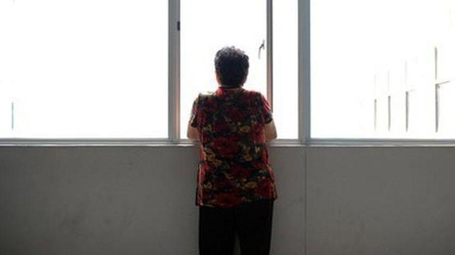 'Con ơi mẹ hết tiền rồi', bà mẹ nói xong liền nhảy từ tầng 5 xuống, câu chuyện phía sau là 1 hồi chuông cảnh báo về cách dạy con