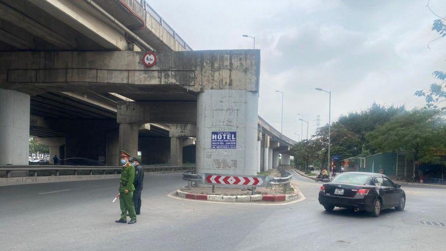 Nửa tháng, phạt liên tiếp 35 xe khách tại nút rẽ vào đường Trần Thủ Độ