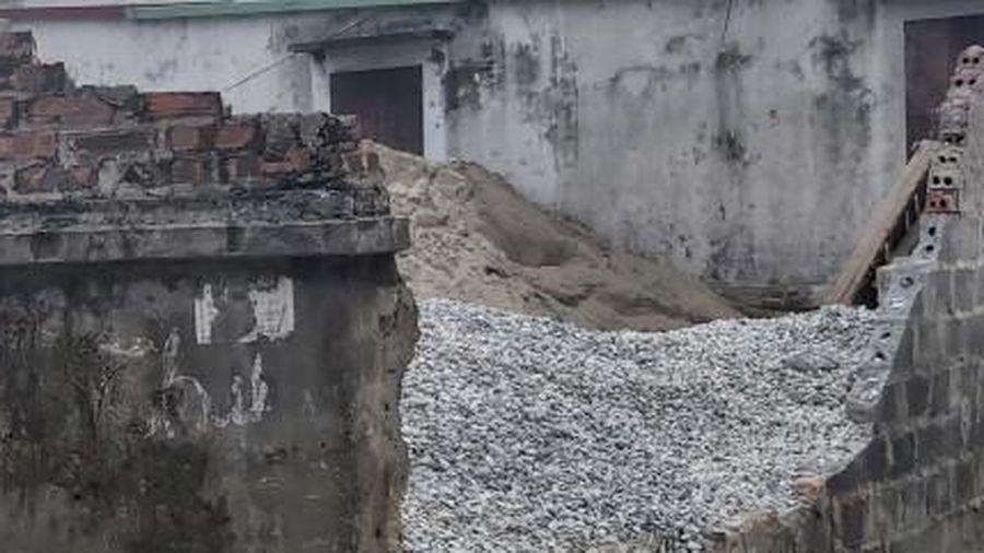 Điều tra nguyên nhân nam học sinh lớp 6 tử vong bên bức tường đổ