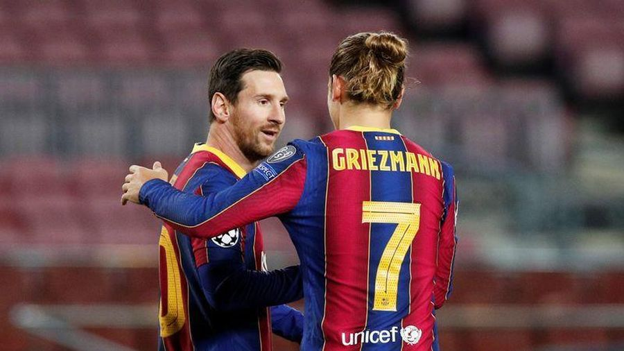 Griezmann 'cúi đầu' xin lỗi Messi?