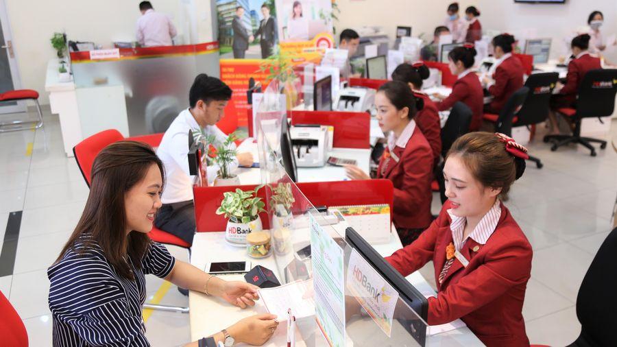 Gửi tiết kiệm tại HDBank, khách hàng trúng tiền mặt và vàng