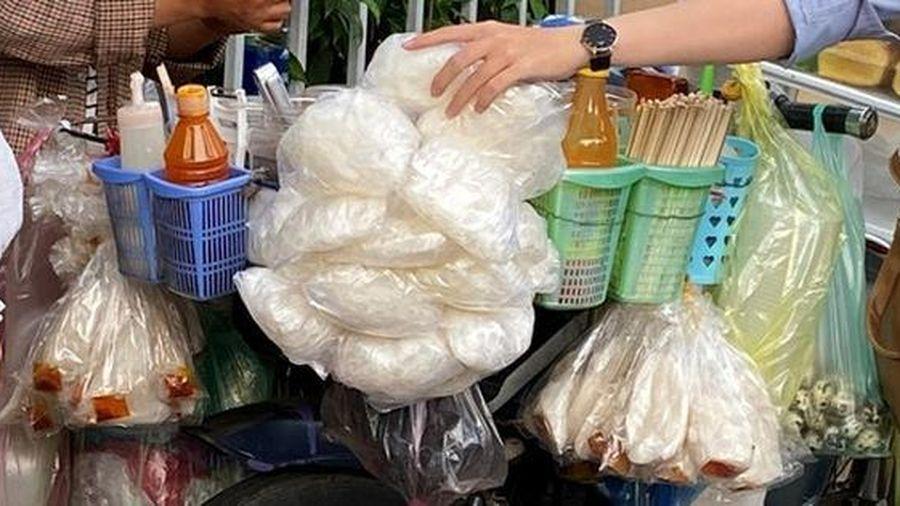 Đà Nẵng: 6 người nhập viện nghi do ngộ độc sau khi ăn bánh tráng trộn