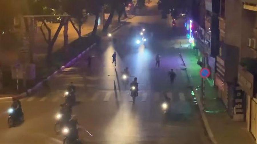 Triệu tập 6 thanh niên mang hung khí đuổi đánh nhau trên phố